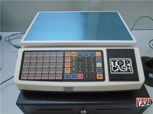 Bàn cân điện tử gồm 2 cụm phím số bên trái và khe in hoá đơn bên phải.