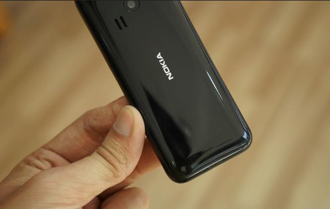Trên tay Nokia 222 màu đen bóng giá 950 nghìn ảnh 5