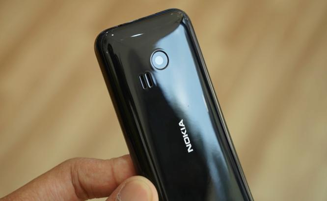 Trên tay Nokia 222 màu đen bóng giá 950 nghìn ảnh 6