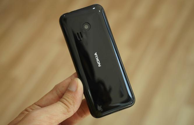 Trên tay Nokia 222 màu đen bóng giá 950 nghìn ảnh 7