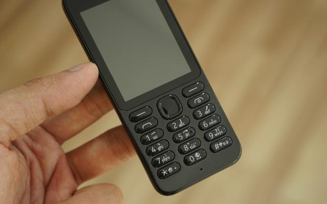 Trên tay Nokia 222 màu đen bóng giá 950 nghìn ảnh 8