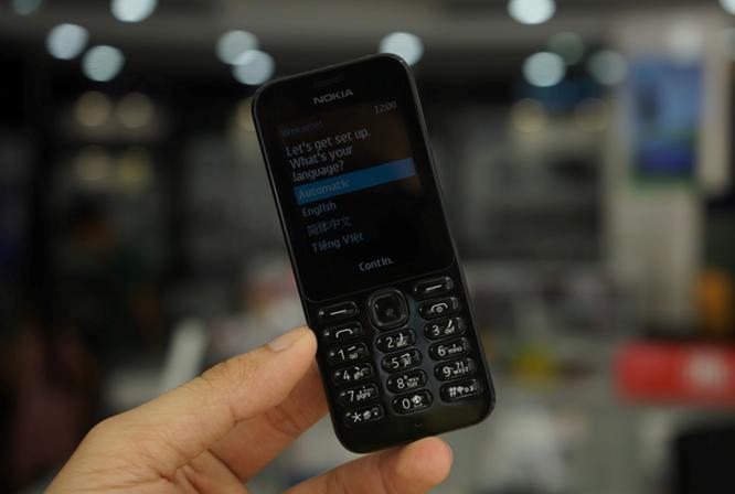 Trên tay Nokia 222 màu đen bóng giá 950 nghìn ảnh 10