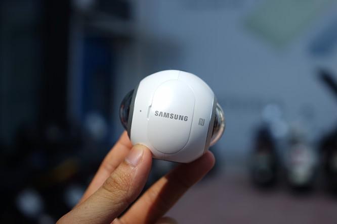 Cận cảnh Samsung camera Gear 360 giá 7 triệu đồng ảnh 1