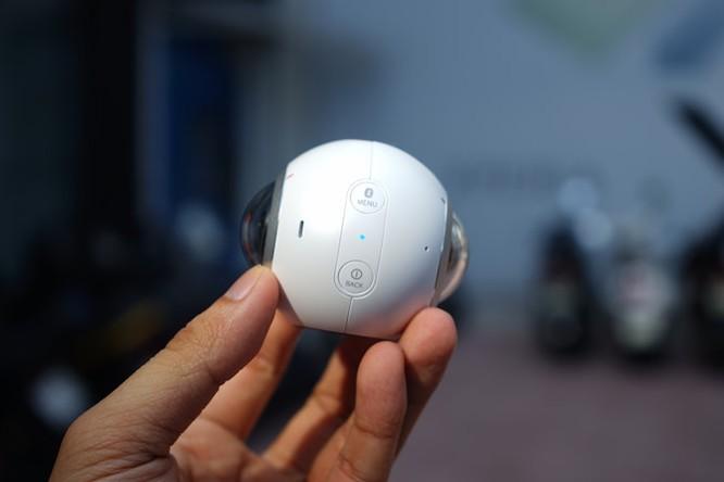 Cận cảnh Samsung camera Gear 360 giá 7 triệu đồng ảnh 2