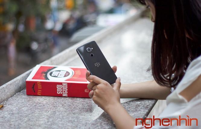 Trên tay Blackberry DTEK60: thiết kế không mới nhưng bóng bẩy hơn ảnh 11