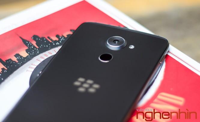 Trên tay Blackberry DTEK60: thiết kế không mới nhưng bóng bẩy hơn ảnh 7