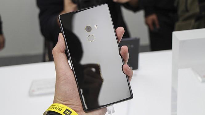 Chạm vuốt Xiaomi Mi MIX - smartphone không viền cực sexy ảnh 12