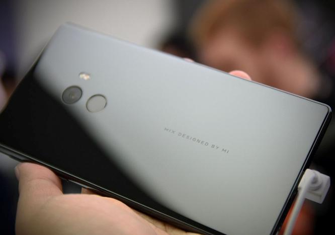 Chạm vuốt Xiaomi Mi MIX - smartphone không viền cực sexy ảnh 8