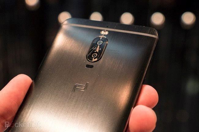 Cận cảnh hàng 'độc' của Huawei: Porsche Design Mate 9 ảnh 2