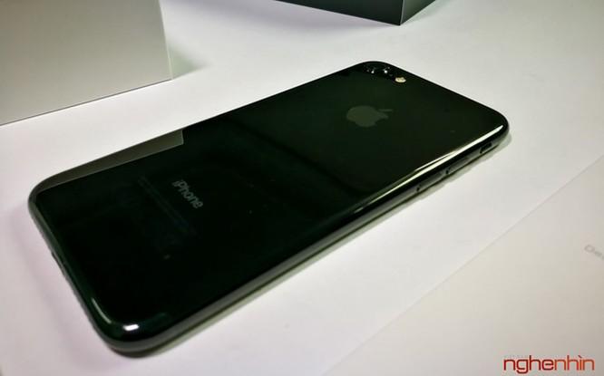 Mở hộp iPhone 7 series chính hãng tại Việt Nam ảnh 8