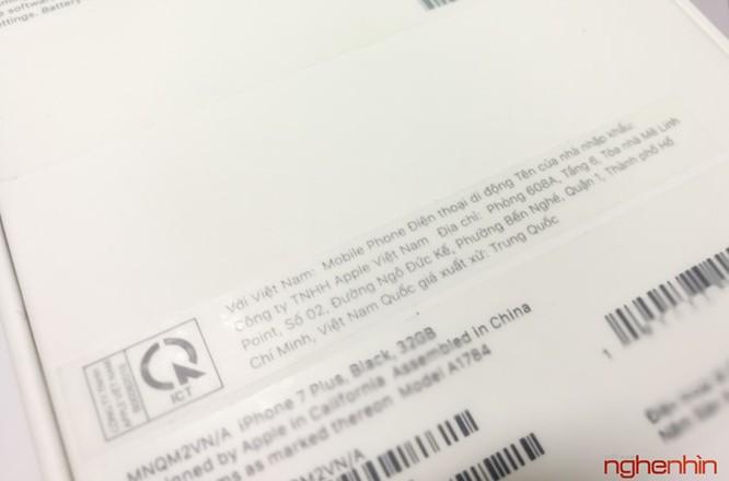 Mở hộp iPhone 7 series chính hãng tại Việt Nam ảnh 6