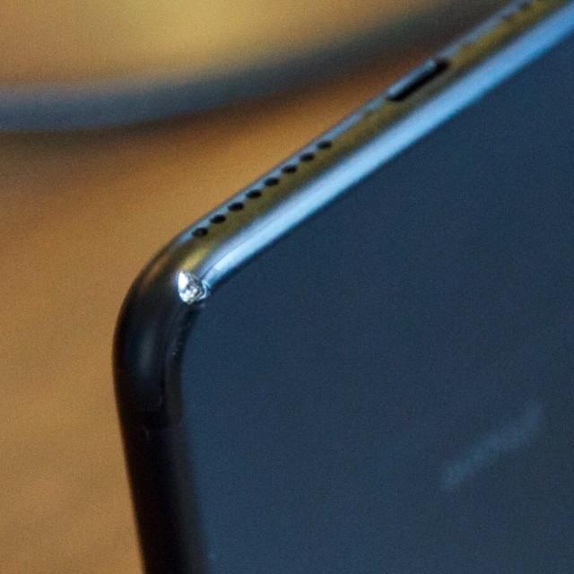 Người dùng chê iPhone 7 Jet Black dễ rơi và xước ảnh 1
