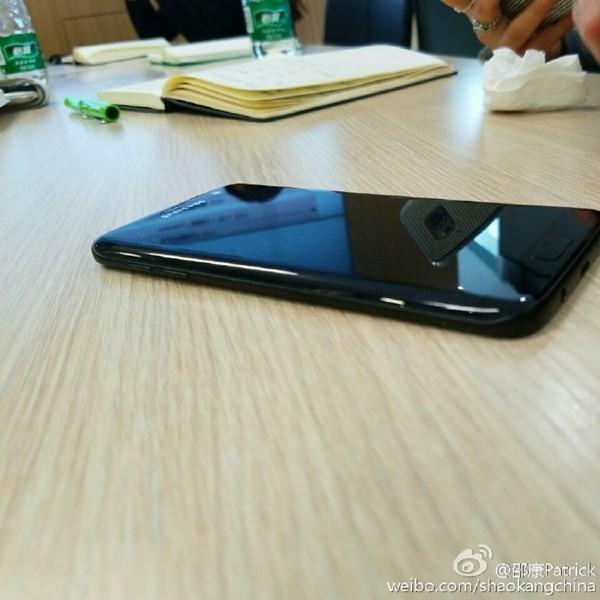 Samsung Galaxy S7 Edge bản đen bóng bất ngờ lộ diện ảnh 5
