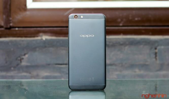 Trên tay Oppo F1s đen nhám đầu tiên tại Việt Nam ảnh 1