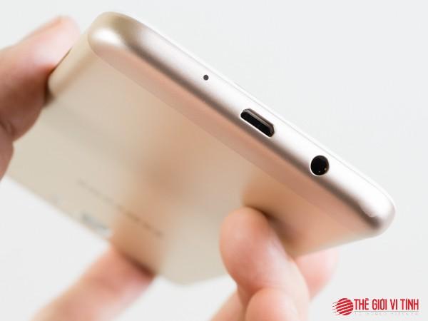 Cận cảnh smartphone Samsung Galaxy J5 Prime ảnh 7