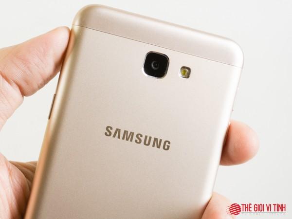 Cận cảnh smartphone Samsung Galaxy J5 Prime ảnh 4