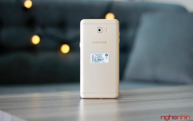 Khui hộp Galaxy C9 Pro: RAM 6GB, pin 4000mAh, selfie 16MP ảnh 2