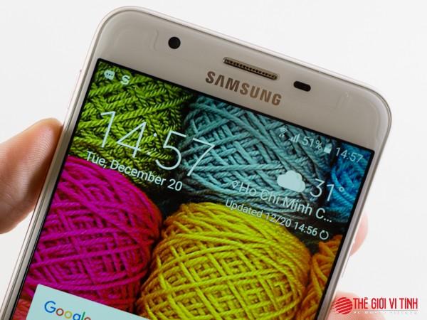 Cận cảnh Samsung Galaxy J7 Prime màu hồng ảnh 15