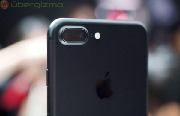 iPhone 7 Plus bị tố 'chết' camera ảnh 1
