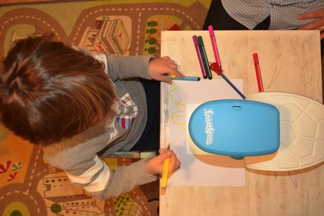 FollowGrams - máy chiếu dạy vẽ cho trẻ giá 65USD ảnh 2