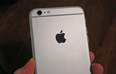iOS 10.2.1 sửa lỗi iPhone 6S tự tắt nguồn ảnh 1