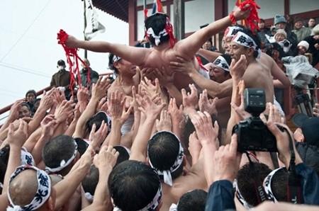 Thanh niên Nhật tưng bừng trong lễ hội khỏa thân lớn nhất trong năm ảnh 7