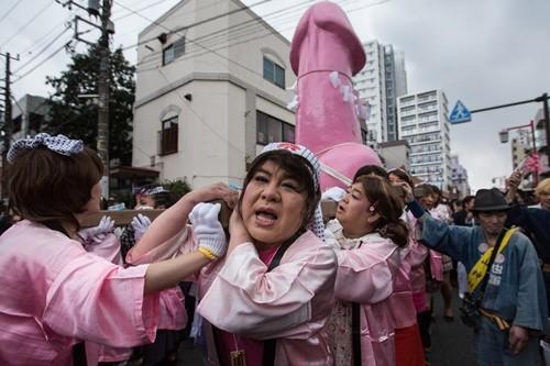 """Lễ hội rước """"của quý"""" ở Nhật đông nghẹt khách tham quan ảnh 3"""
