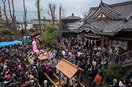 """Lễ hội rước """"của quý"""" ở Nhật đông nghẹt khách tham quan ảnh 4"""
