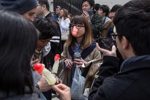 """Lễ hội rước """"của quý"""" ở Nhật đông nghẹt khách tham quan ảnh 6"""