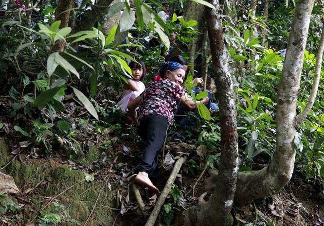 Nghẹt thở chen lấn, luồn rừng lên Đền Hùng ảnh 6