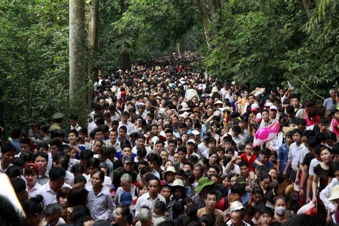 Nghẹt thở chen lấn, luồn rừng lên Đền Hùng ảnh 2