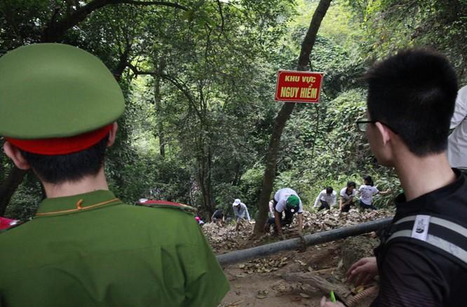 Nghẹt thở chen lấn, luồn rừng lên Đền Hùng ảnh 10