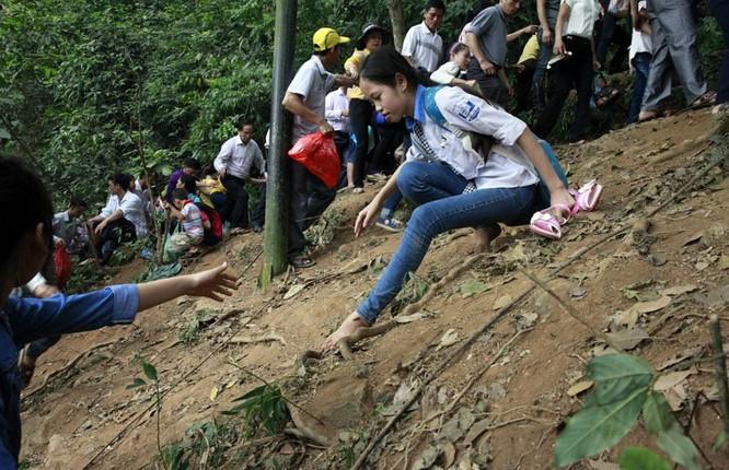 Nghẹt thở chen lấn, luồn rừng lên Đền Hùng ảnh 8