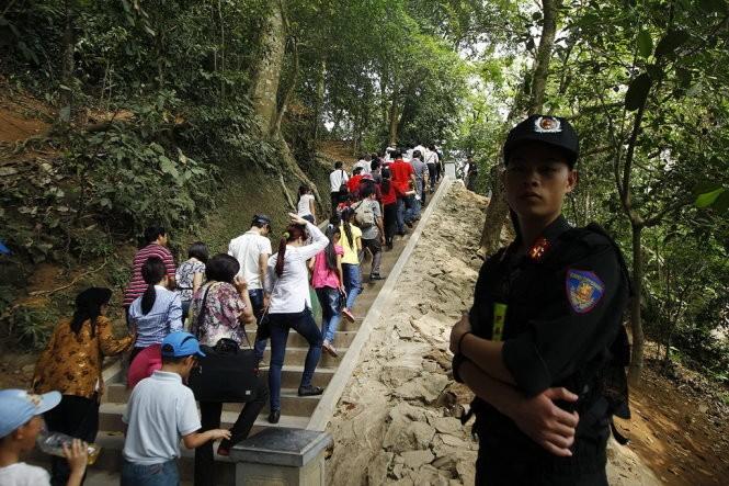 Hơn 5 triệu du khách đổ về đền Hùng mừng giỗ Tổ ảnh 1