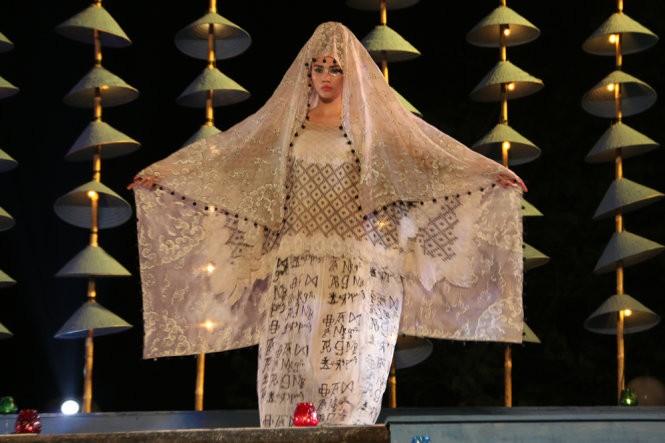 Hơn 40 hoa hậu, người mẫu Việt Nam trình diễn trang phục truyền thống ASEAN ảnh 6