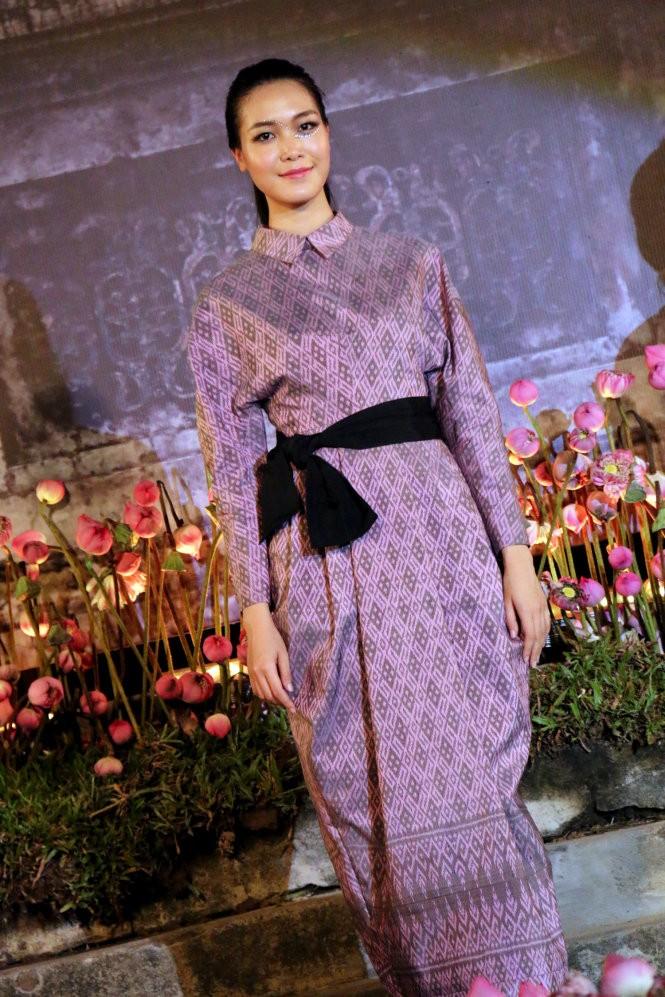 Hơn 40 hoa hậu, người mẫu Việt Nam trình diễn trang phục truyền thống ASEAN ảnh 11