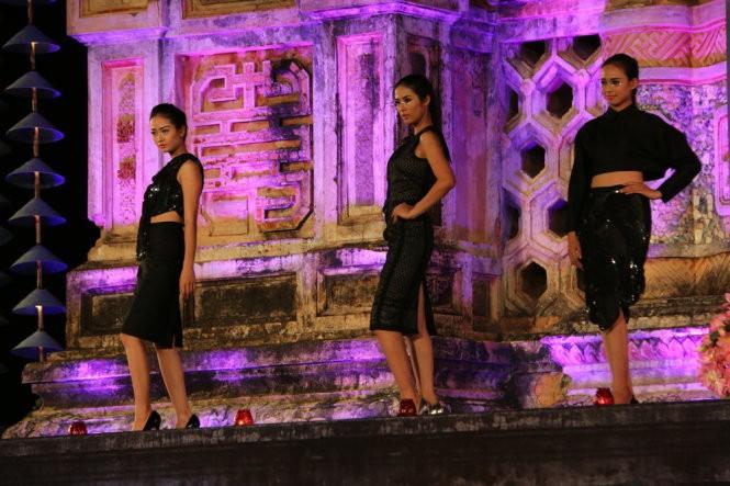 Hơn 40 hoa hậu, người mẫu Việt Nam trình diễn trang phục truyền thống ASEAN ảnh 8
