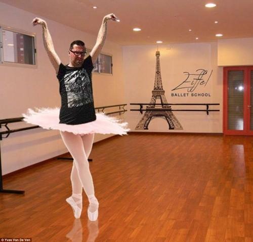 """""""Chết cười"""" với ảnh chế cùng tháp Eiffel của cư dân mạng ảnh 8"""