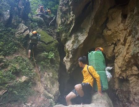 150 porter theo hãng truyền hình ABC vào hang Sơn Đoòng để làm gì? ảnh 2