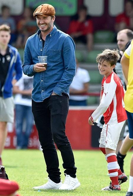 David Beckham tự hào khi con gái cưng và con trai mê bóng đá ảnh 9