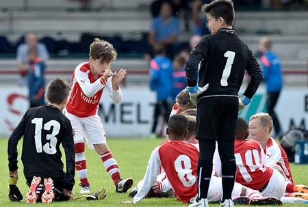 David Beckham tự hào khi con gái cưng và con trai mê bóng đá ảnh 12