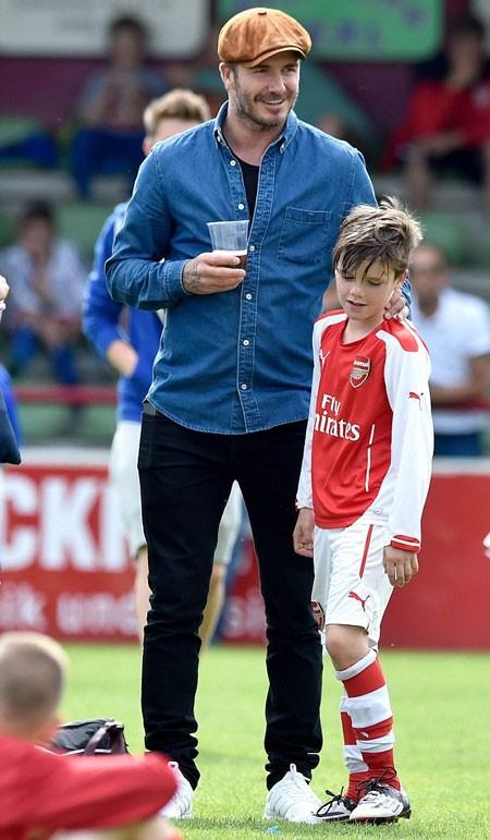 David Beckham tự hào khi con gái cưng và con trai mê bóng đá ảnh 6