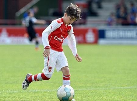 David Beckham tự hào khi con gái cưng và con trai mê bóng đá ảnh 8