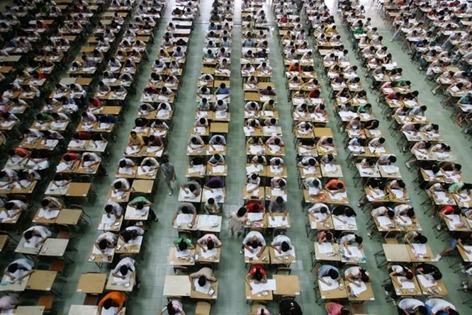 Công nghệ siêu quay bài trong kỳ thi đại học Trung Quốc ảnh 8
