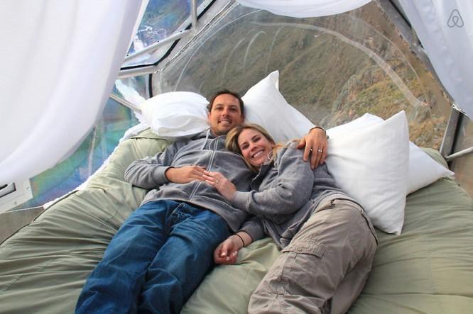 Rùng mình trước giường ngủ treo mình trên vách núi ảnh 2