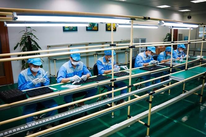 Nhà máy sản xuất Bphone của BKAV lên báo Mỹ ảnh 4