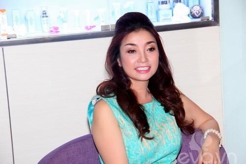 Bí ẩn về Hoa hậu Việt Nam bỏ showbiz vì bị đồn nhiễm HIV ảnh 9
