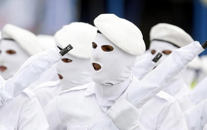 9 kiểu trang phục duyệt binh độc đáo nhất thế giới ảnh 1