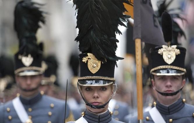 9 kiểu trang phục duyệt binh độc đáo nhất thế giới ảnh 11