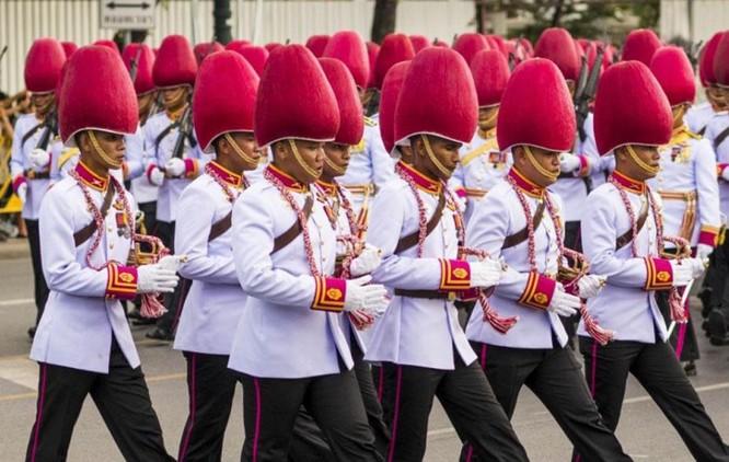 9 kiểu trang phục duyệt binh độc đáo nhất thế giới ảnh 18